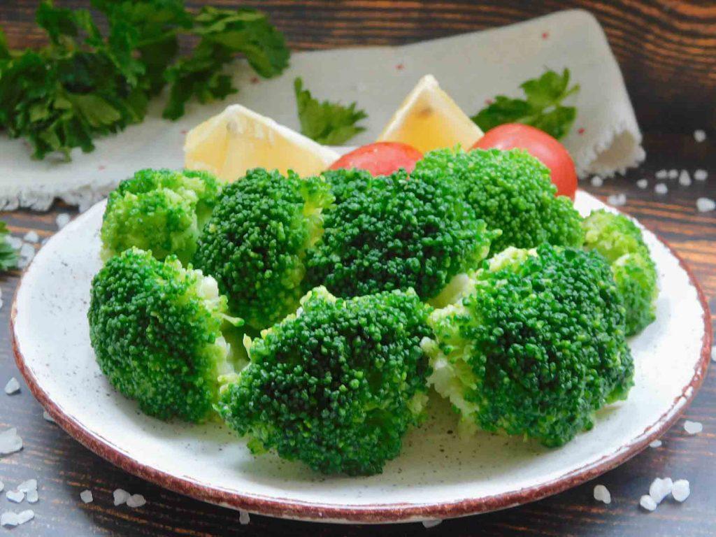 готовая порция капусты брокколи